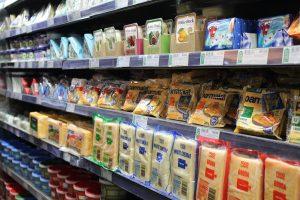 Prijsindex zuivel af boerderij gedaald, consumentenprijs stabiel hoog