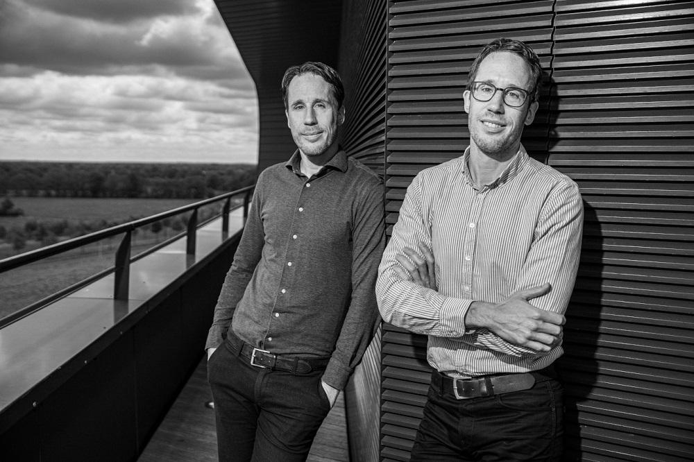 Europa opent de poorten voor duurzame desinfectie. De tweeling Alfred (met bril) en Arjan Koop achter Watter.