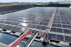 Multi-F Solar: Totaalafdekking van zonnepanelen voor waterbassin