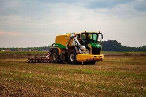 Ploeger test eerste vierwieler in het veld